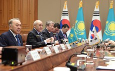 Talks with the President of the Republic of Korea Park Geun-hye in expanded format